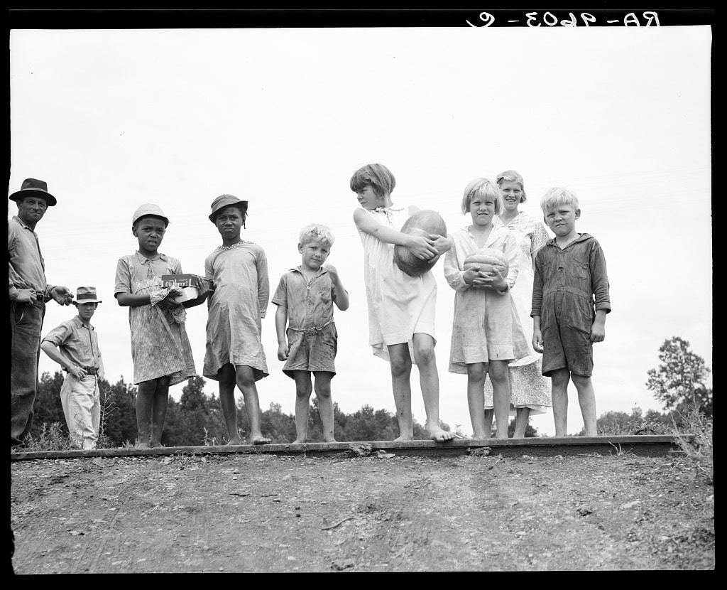 1936 sharecropper families gather for the Fourth of July in Hill House, Miss. (Library of Congress, The Crowley Company/Dorothea Lange)