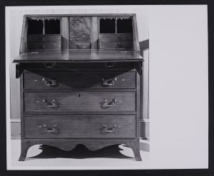 An example of a slant top desk attributed to George Piedmont from the MESDA Object Database